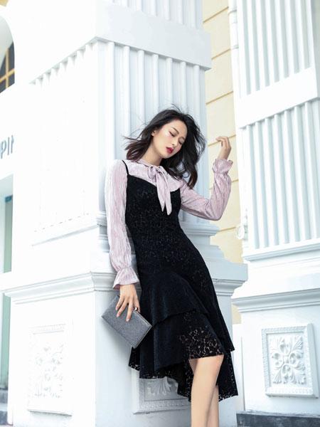 柯兰诺女装品牌2019秋冬蕾丝修身连衣裙