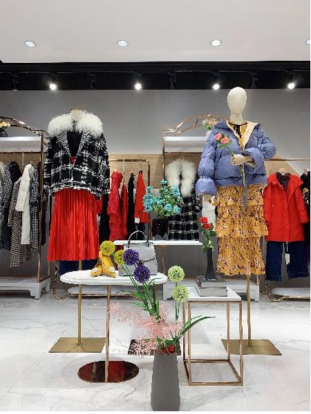 卓越女装品牌店铺展示
