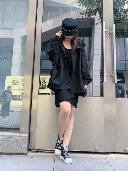 BYME女装品牌2019秋冬休闲棒球服
