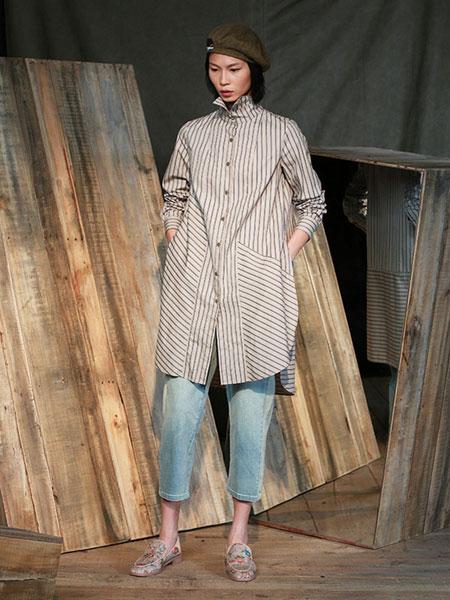 达衣岩女装品牌2019秋冬长款条纹衬衫
