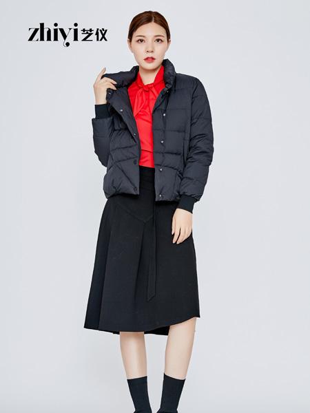 芝仪女装品牌2019秋冬时尚口袋设计单排扣翻领羽绒服