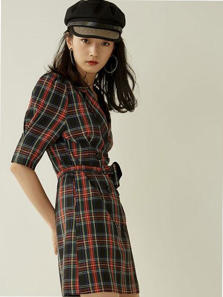 爱客女装品牌2019秋冬简约格子收腰连衣裙