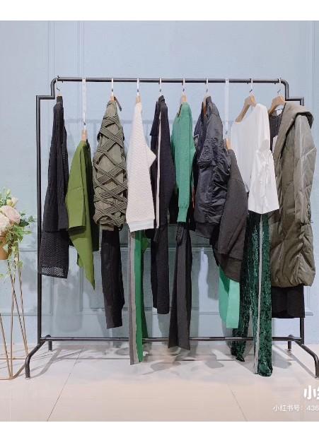 柏堡龙•衣全球1WOR品牌店铺展示