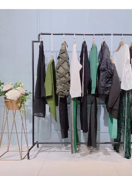 柏堡龙衣全球品牌店铺展示