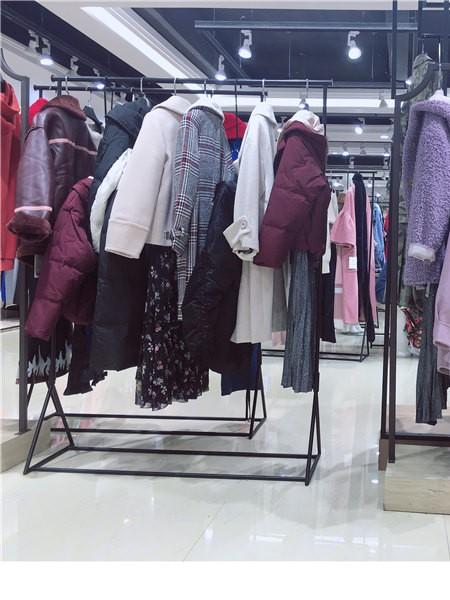 新作19秋冬品牌折扣女装批发品牌店铺展示