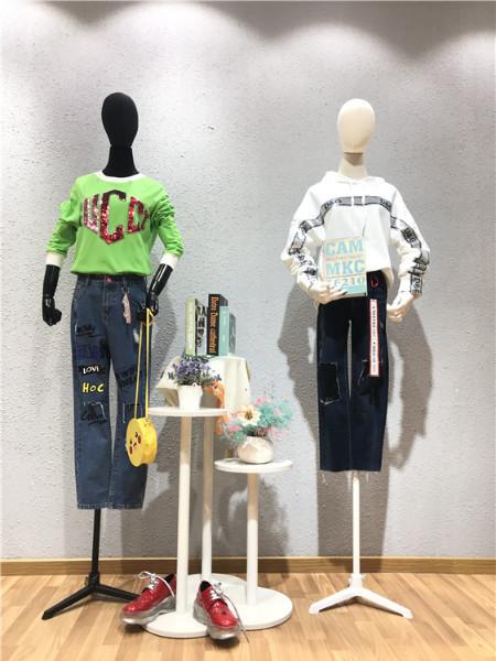 轩韵女装品牌店铺展示