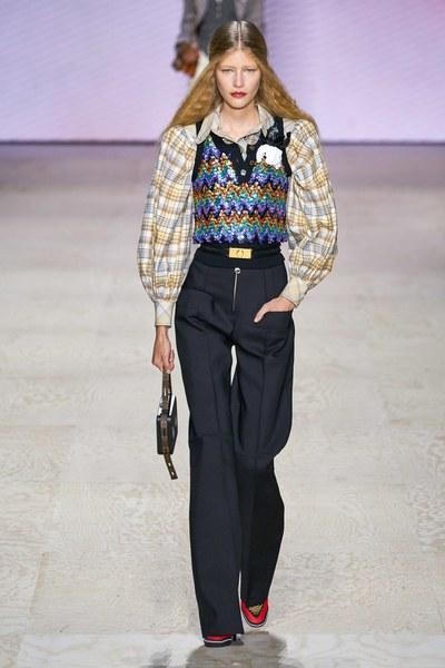 Louis Vuitton高�成衣2020春夏系列 穿越�r空