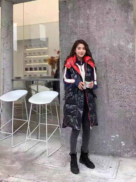 芝麻E柜女装品牌2019秋冬新款羽绒服超好看