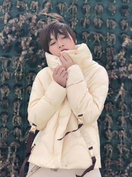 芝仪女装品牌2019秋冬短款外套