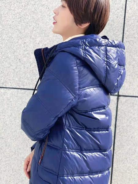 芝仪女装品牌2019秋冬时尚上衣