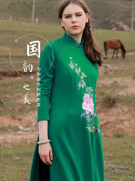 �B荟女装品牌2019秋冬时尚连衣裙