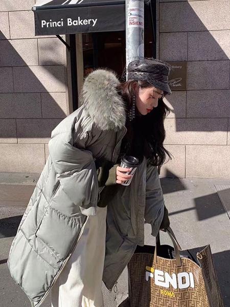 欧蕾芭女装品牌2019秋冬毛领大衣