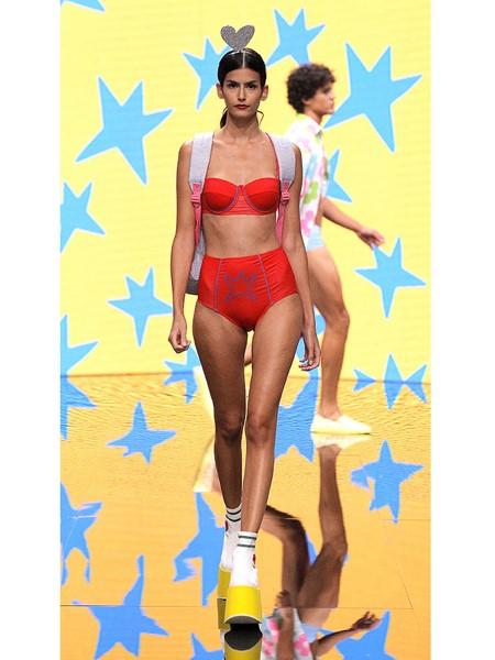 Agatha Ruiz de la Prada国际品牌品牌复古红内衣