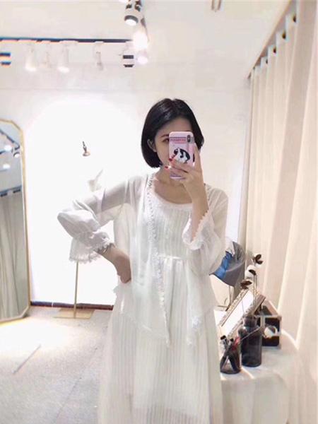 靓客女装品牌2019秋冬新款套装