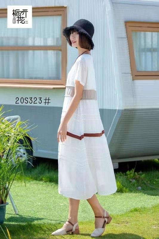 栀子花开女装2020春夏白色横条短袖连衣裙