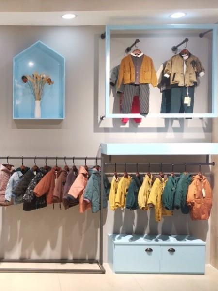 巴啦童装品牌店铺展示