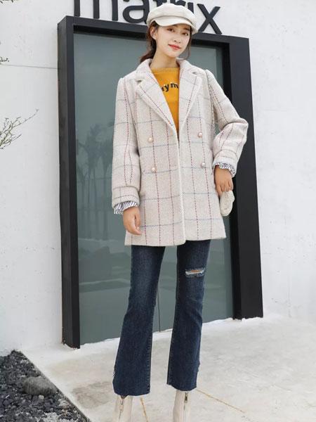 古米娜女装品牌2019秋冬高雅的格纹外套,让你随意搭配就能凸显气质、高级感~