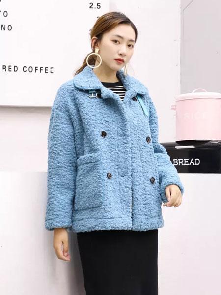 古米娜女装品牌2019秋冬拥有独特风格的天蓝色外套,时而高贵典雅,时而酷炫帅气,结合百搭、