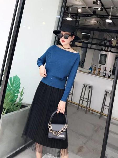 搜谷女装品牌2019秋冬蓝色毛绒上衣