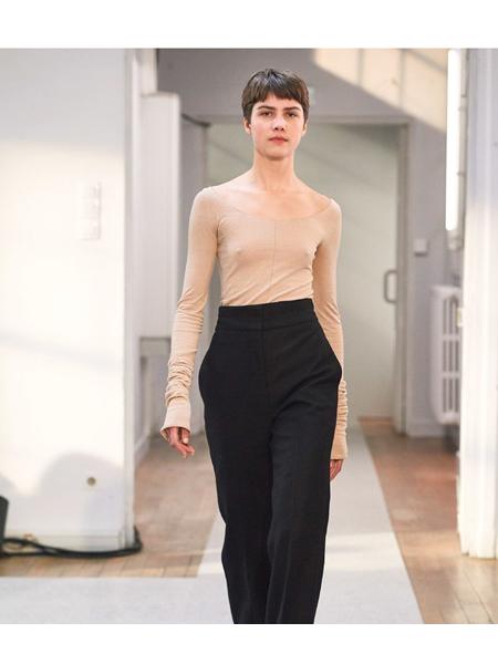Lemaire国际品牌品牌修身肤色打底衫
