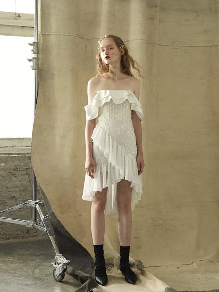 Thea By Thara国际品牌品牌2020春夏一字领针织裙