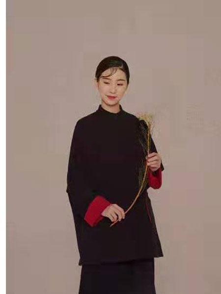 照本堂女装品牌2019秋冬女装复古长袖大衣