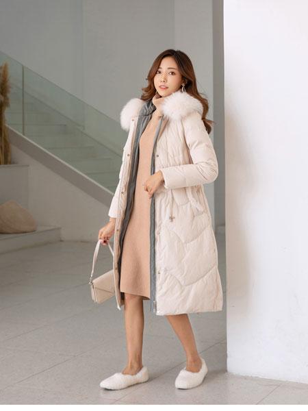 B P(Bella Party)女装品牌2019秋冬新款大毛领长款纯色羽绒外套