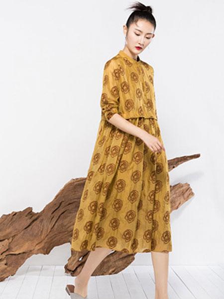 晒谷场女装品牌2019秋冬印花裙子潮流新款