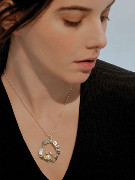 A.NEUJAC国际品牌品牌2019秋冬贝壳形状珍珠吊坠纯银女士项链_银色