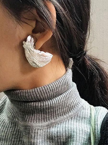 贝壳形状纯银女士耳钉_银色贝壳形状纯银女士耳钉_银色
