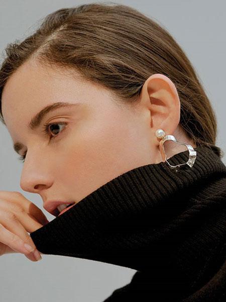A.NEUJAC国际品牌品牌2019秋冬珍珠装饰纯银女士耳环_银色