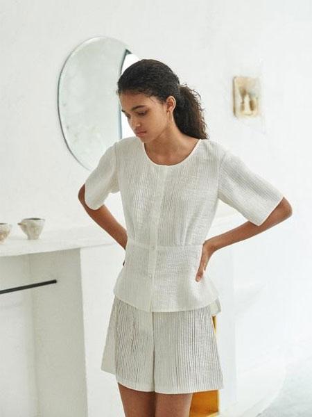 AKRO国际品牌品牌2020春夏百褶设计短袖衬衫短裤女士套装_白色