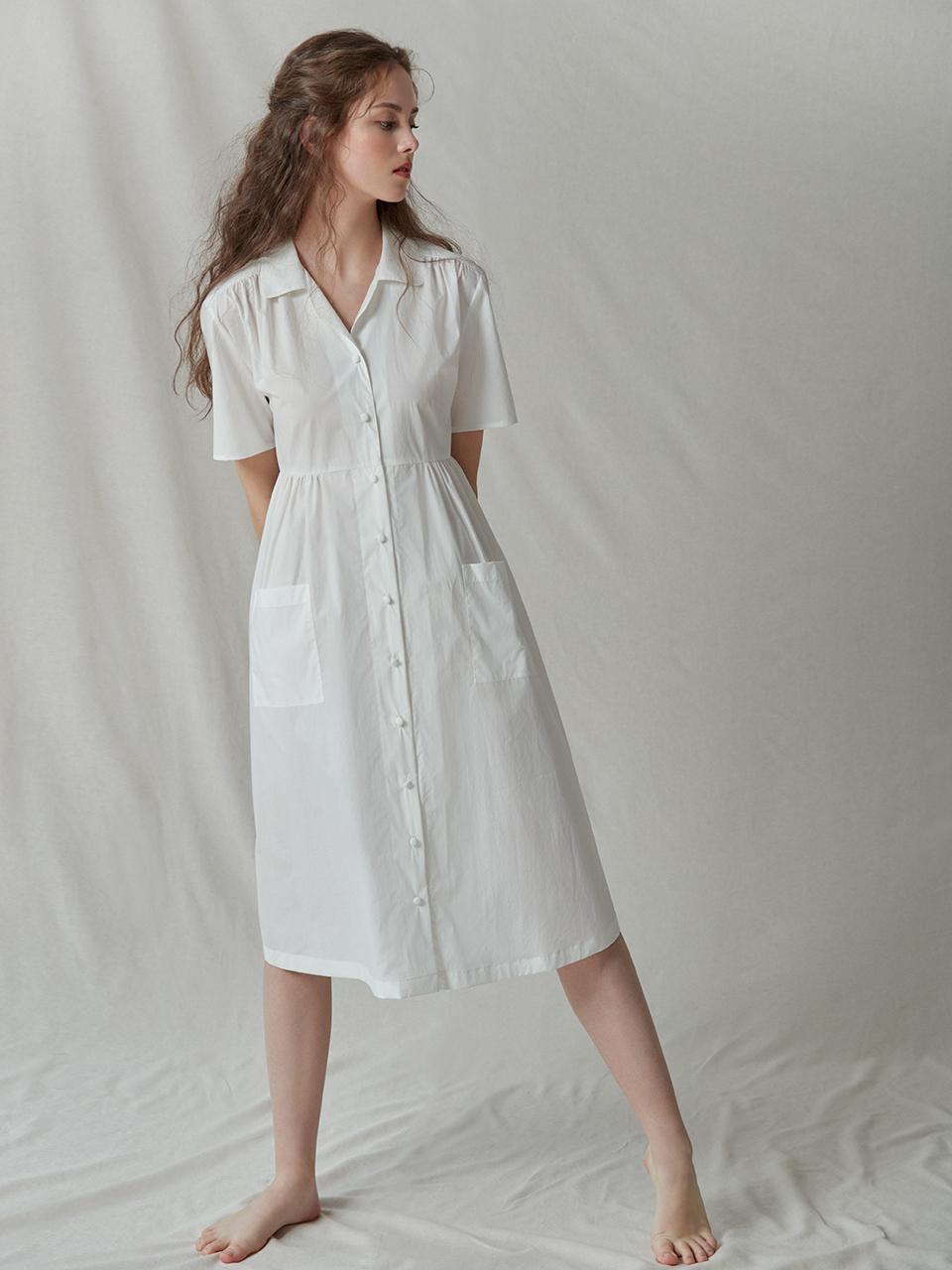 AKRO国际品牌品牌2020春夏经典开领系扣口袋拼接缝褶细节短袖连