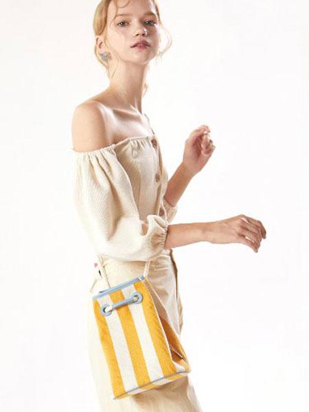 ANODDS国际品牌品牌2019秋冬新款拼接色水桶包