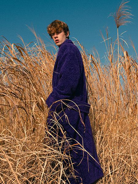 Jun Ashida国际品牌品牌2019秋冬新款玫紫色毛绒大衣