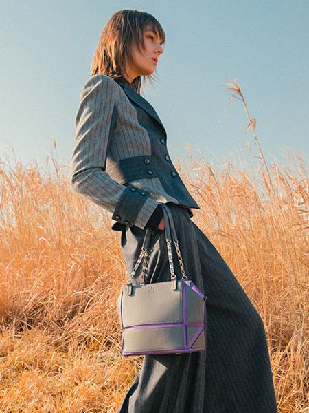 Jun Ashida国际品牌品牌2019秋冬新款丝绸上衣外套