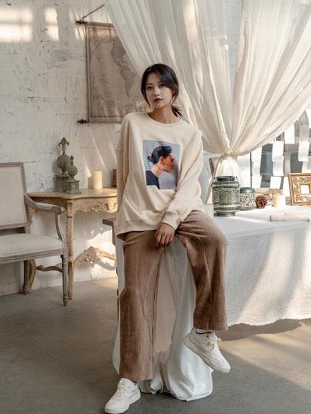 独外女装品牌2019秋冬新款图案长袖长款上衣