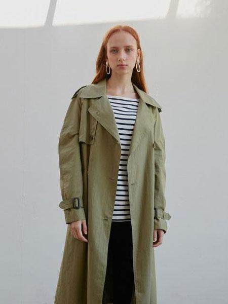 ATRE国际品牌2020春夏宽松插肩袖双排扣腰带装饰女士战壕风衣