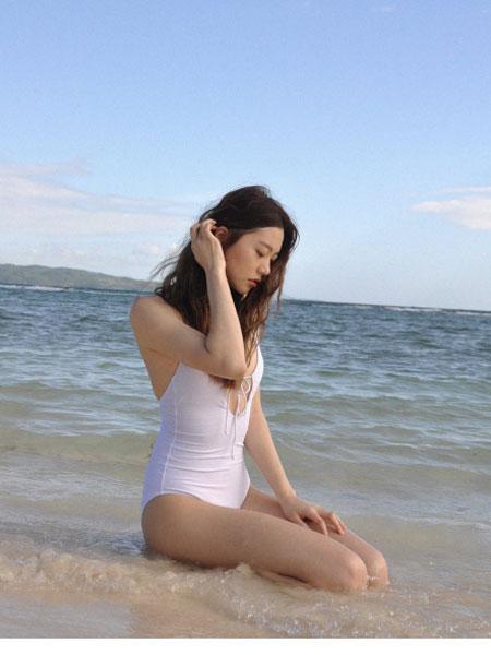 BY THE SEA NIKII国际品牌品牌2020春夏泳装基本前带整体式(白色)