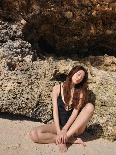 BY THE SEA NIKII国际品牌品牌2020春夏泳装基本款前带式连衣裙(黑色)