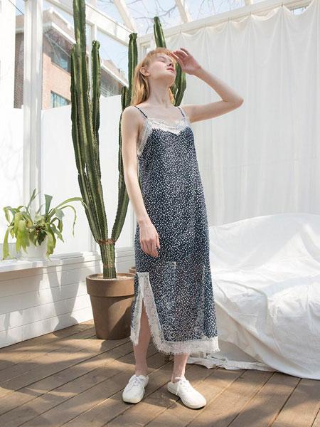 CLUT STUDIO国际品牌品牌2020春夏显瘦蕾丝边侧开叉设计V领吊带睡裙_深藏青色