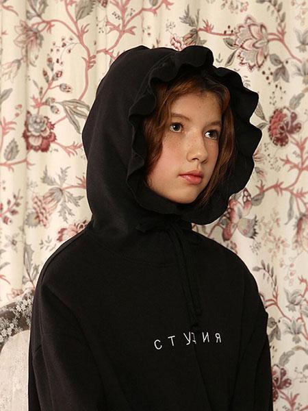 CLUT STUDIO���H品牌品牌2020春夏��松褶�帽�b�女士�B帽�l衣_黑色