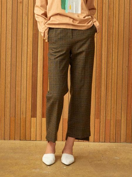 CLUE DE CLARE国际品牌品牌2020春夏宽松格纹不对称底端侧开叉女士毛呢直筒西裤_卡其色
