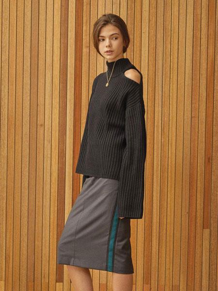 CLUE DE CLARE国际品牌品牌2020春夏宽松落肩罗纹露单肩女士高领毛衣_黑色