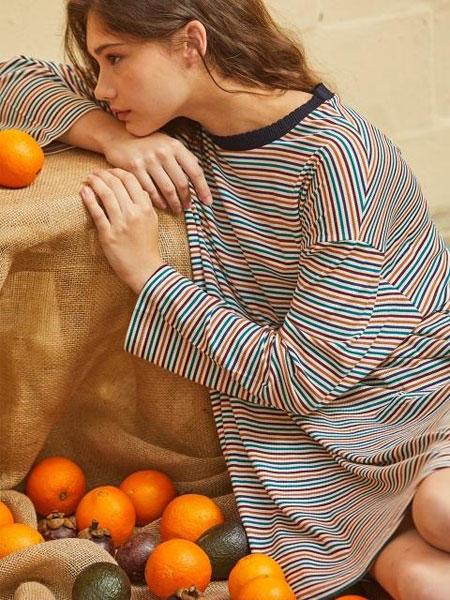 CORNERCOLUMN国际品牌2020春夏中长款宽松落肩拼色条纹长袖T恤连衣裙_棕色