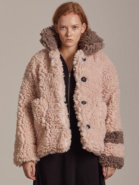 CORNERCOLUMN国际品牌品牌2020春夏宽松拼色单排扣女士毛绒夹克_粉色