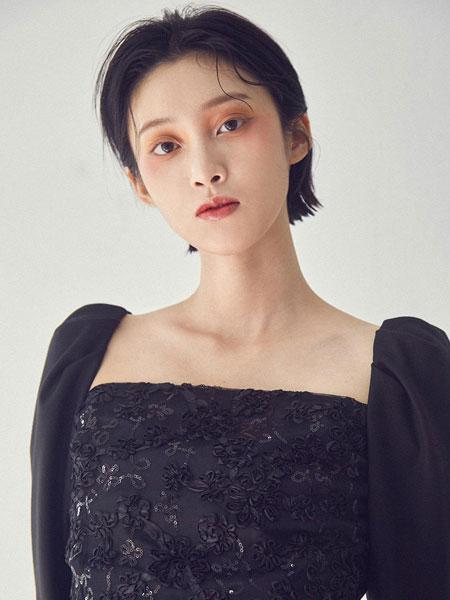CAPRICIEUX国际品牌品牌2020春夏优雅方领后拉链迷你连衣裙_黑色