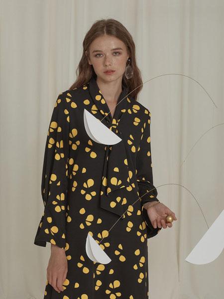 EJNOLEE国际品牌品牌2019秋冬优雅颈带装饰喇叭长袖V领连衣裙_黑色