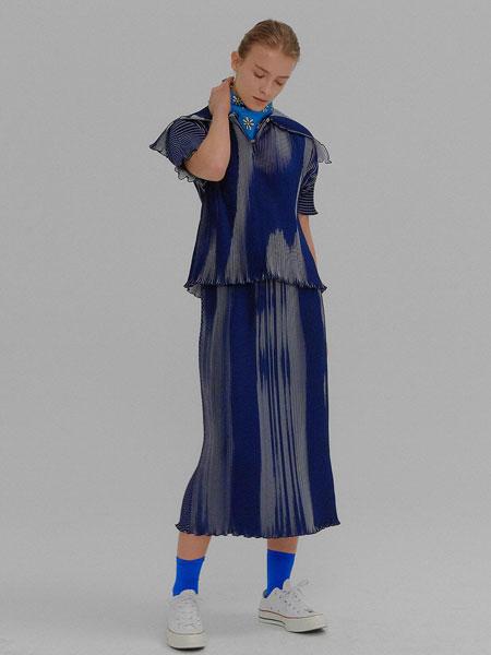 EENK国际品牌品牌2020春夏经典前后拼接松紧腰长款百褶裙_藏青色