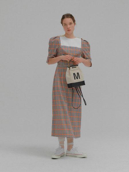 EENK国际品牌品牌2020春夏优雅方形撞色方框纽扣装饰泡泡短袖长款连衣裙_红色格纹